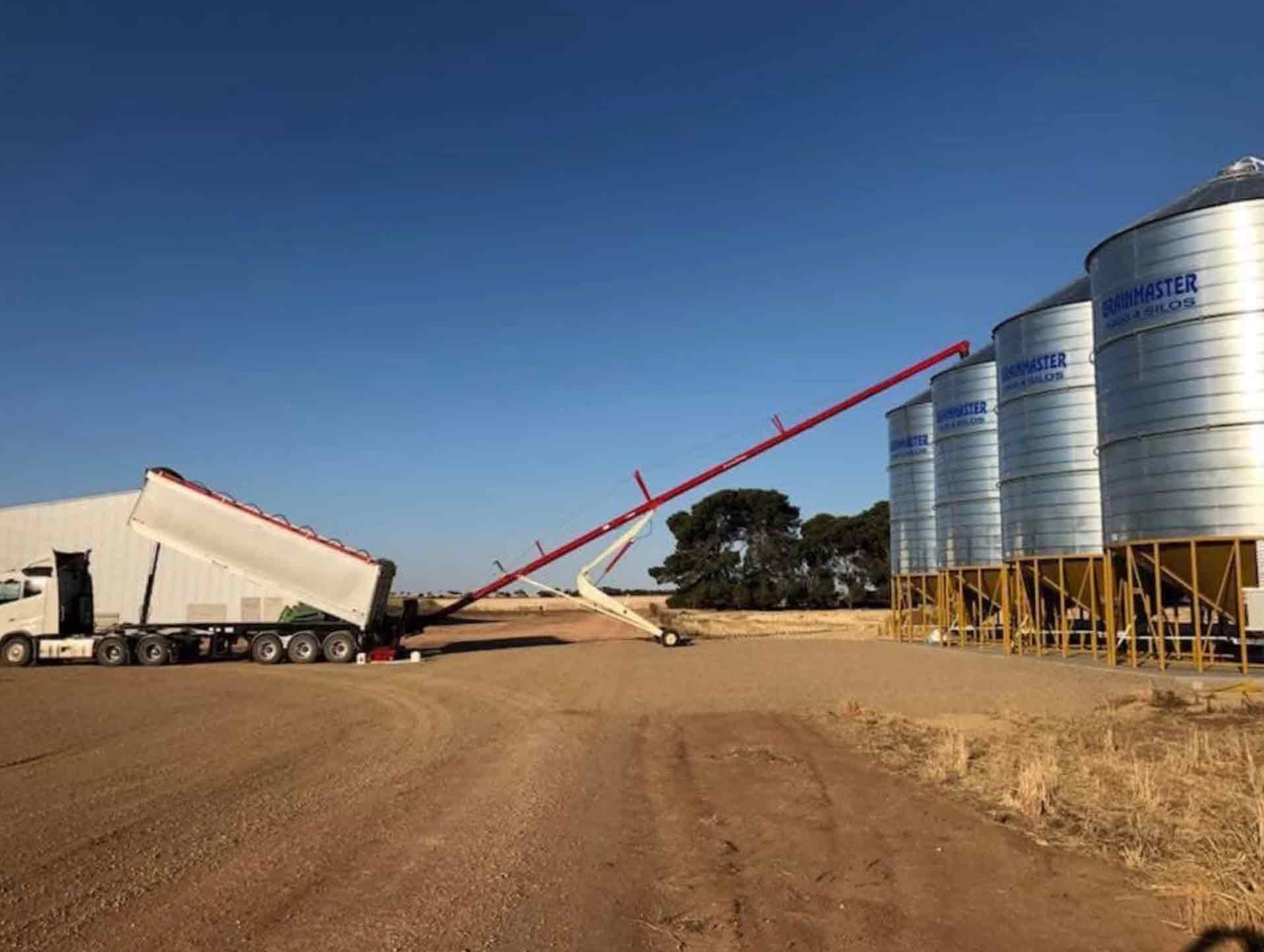 4 x GrainMaster Silos on farm in Maitland - 210T each.