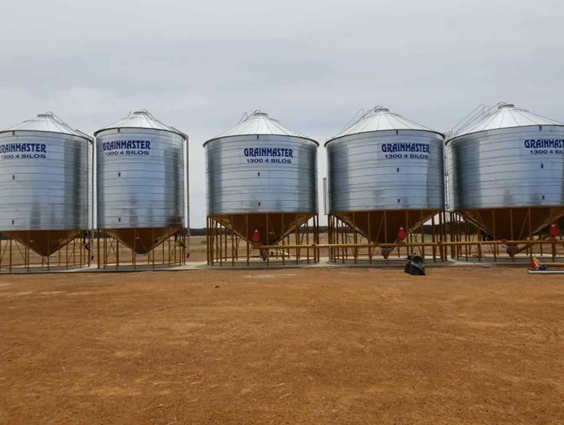 5 x GrainMaster Silos for a client on Kangaroo Island