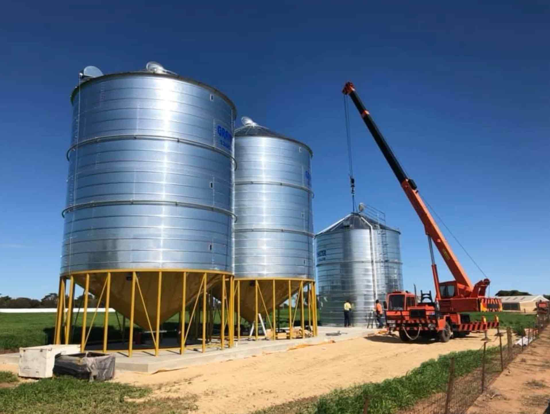 5 x GrainMaster Silos for a client in Weetulta